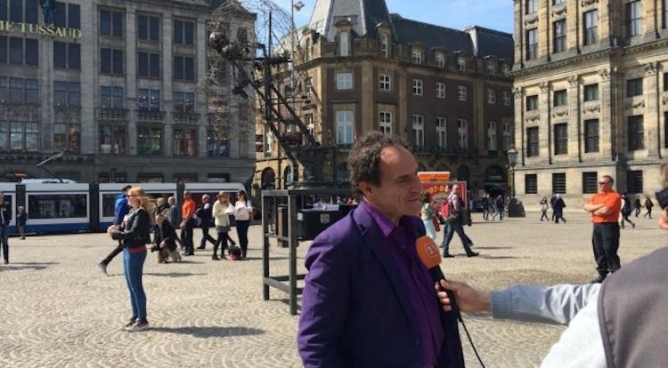 Kunstwerk De Dam orakelt vrijheden via SMS